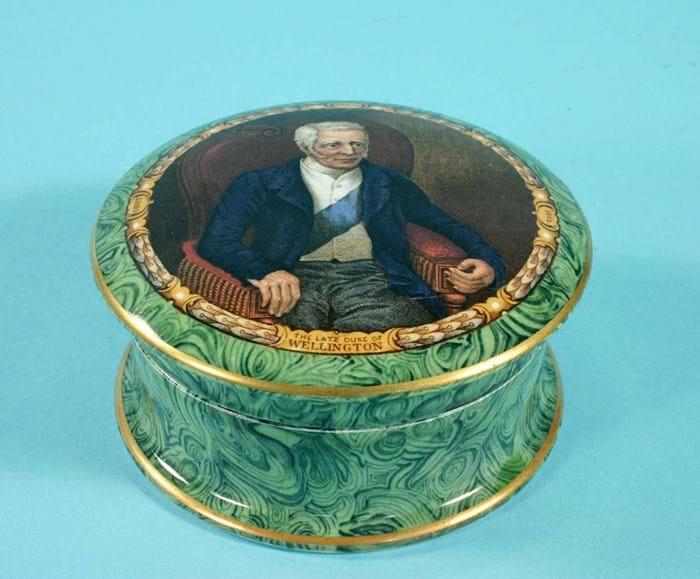 Duke of Wellington pot lid with malachite effect base
